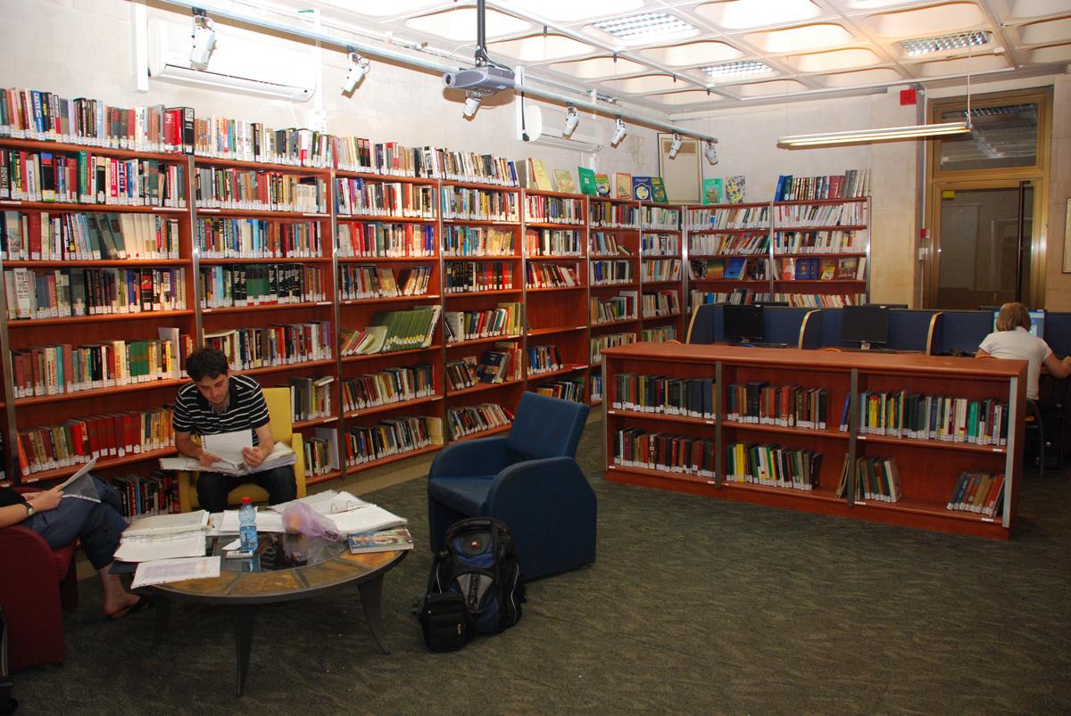 הספרייה  במרכז למורשת המודיעין